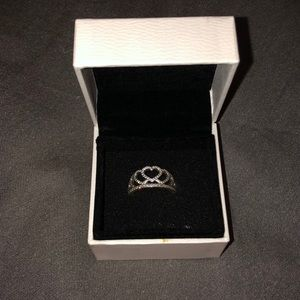 Heart tiara ring